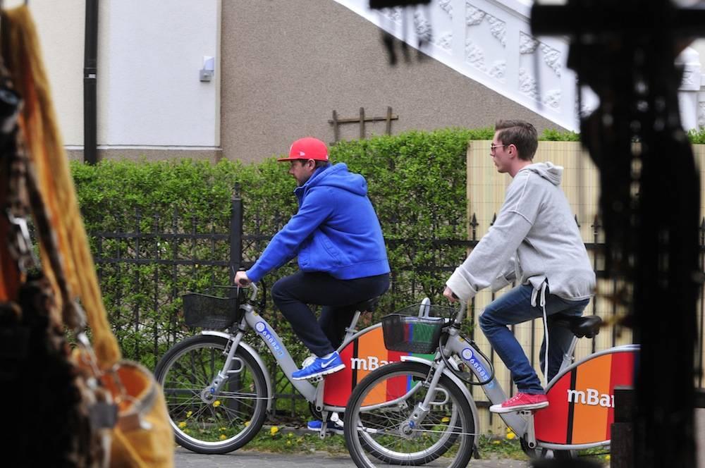 Andrzej Piasek Piaseczny z kolega w sopocie na rowerach
