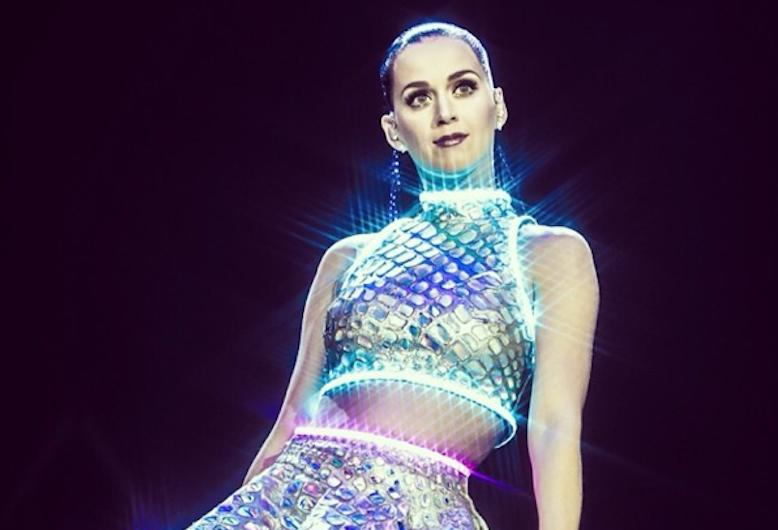 Zdjęcie (19) Internauci śmieją się z tej stylizacji Katy Perry. Cętki i panterka to nic przy tych butach