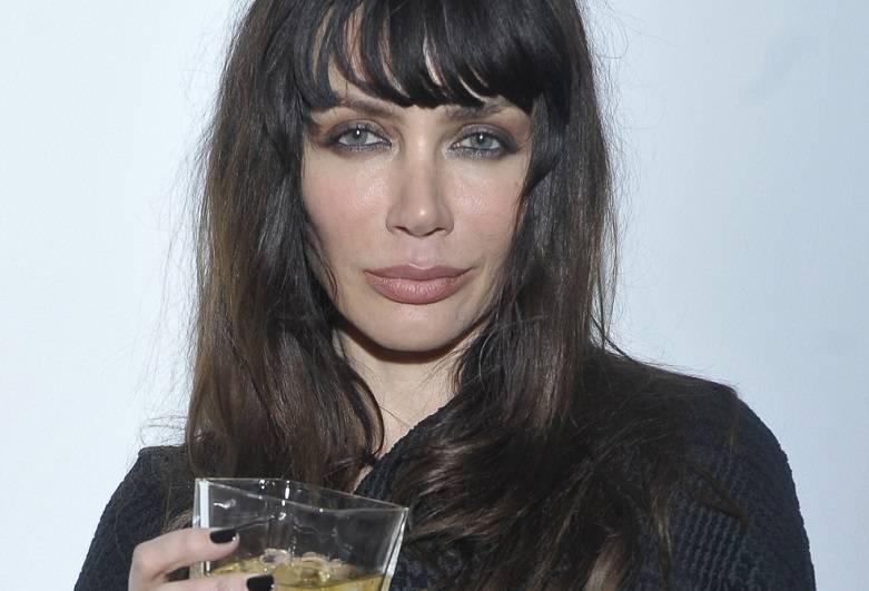Zdjęcie (5) Pierwsza miłość: Nowa gwiazda dołączyła do obsady! Jest wierną kopią Angeliny Jolie!