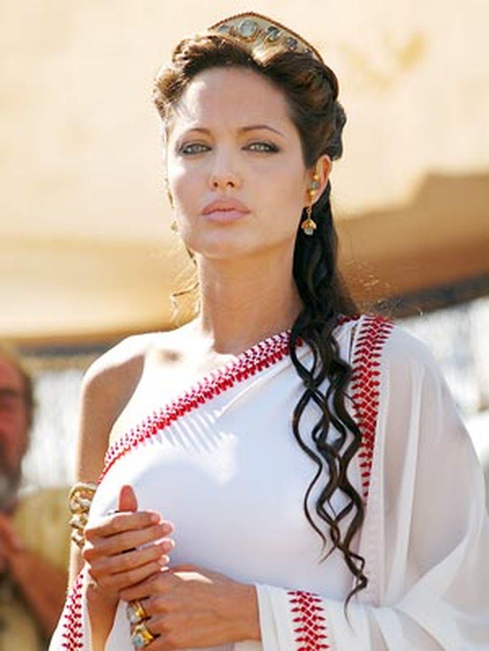 Angelina Jolie jako Kleopatra Fot. screen z facebook