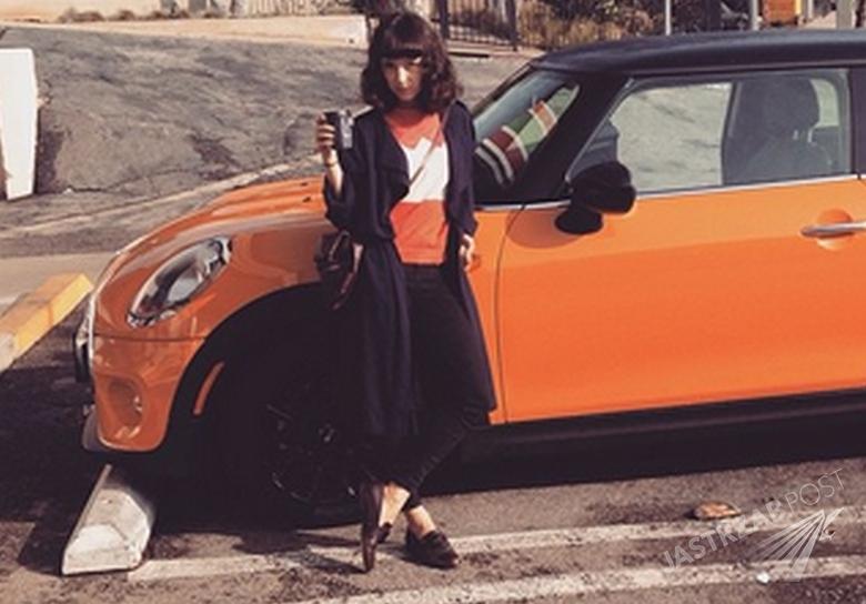 Zdjęcie (7) Wiemy kto odpowiada za oryginalny styl Moniki Brodki. To znana projektantka mody! [WIDEO]