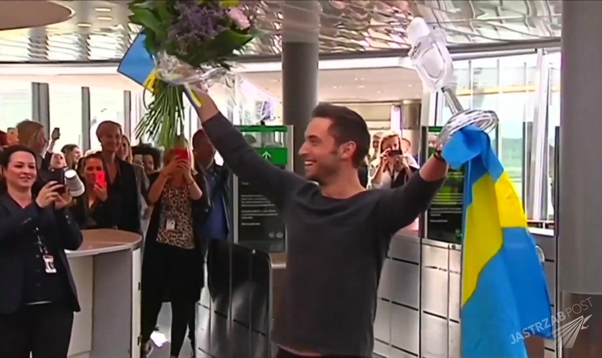 Mans Zelmerlow po Eurowizji 2015 na lotnisku w Szwecji