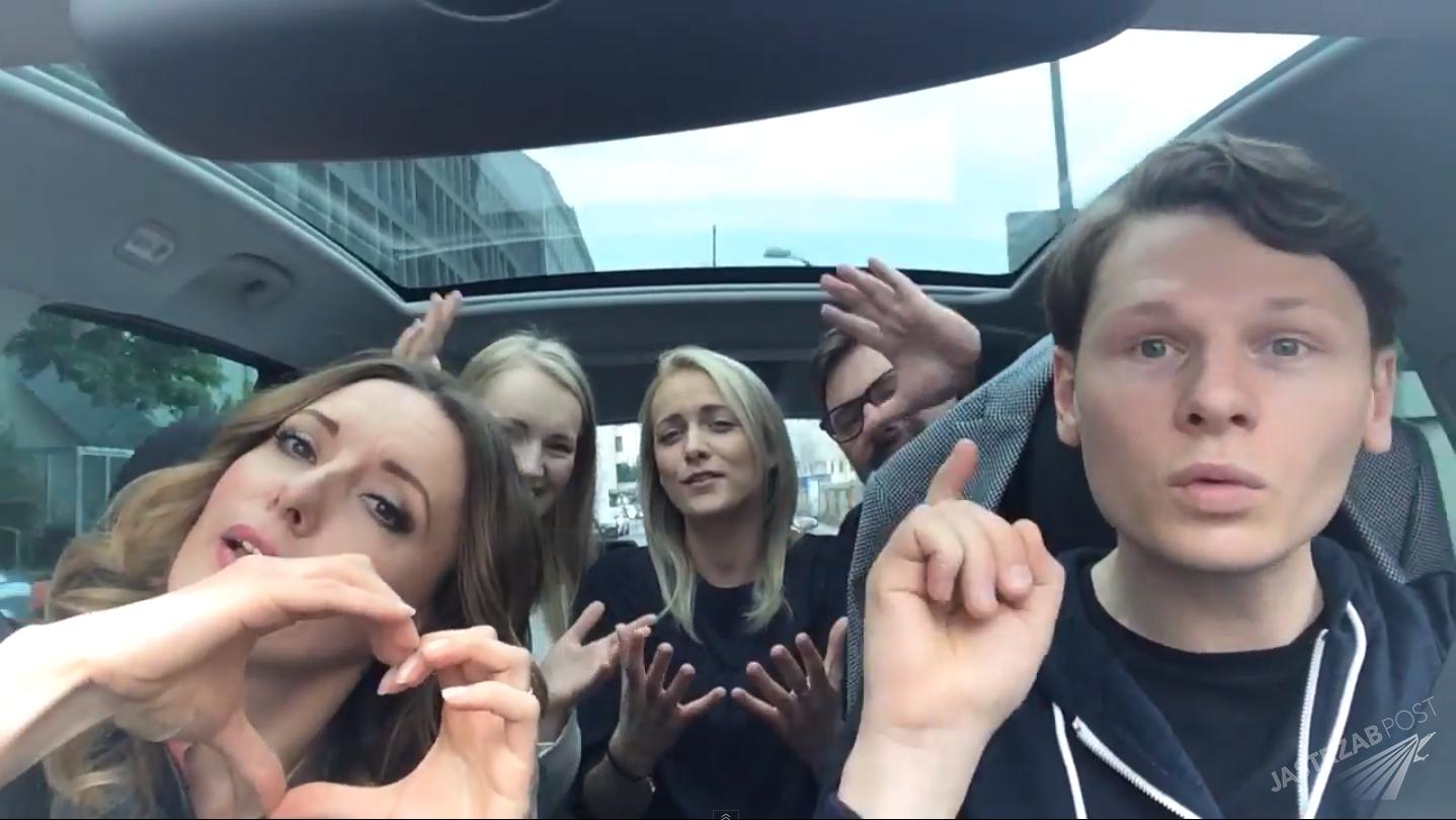 Jakub Raczyński z Moniką Kuszyńską śpiewają In The Name Of Love w samochodzie przed drugim półfinałem Eurowizji 2015