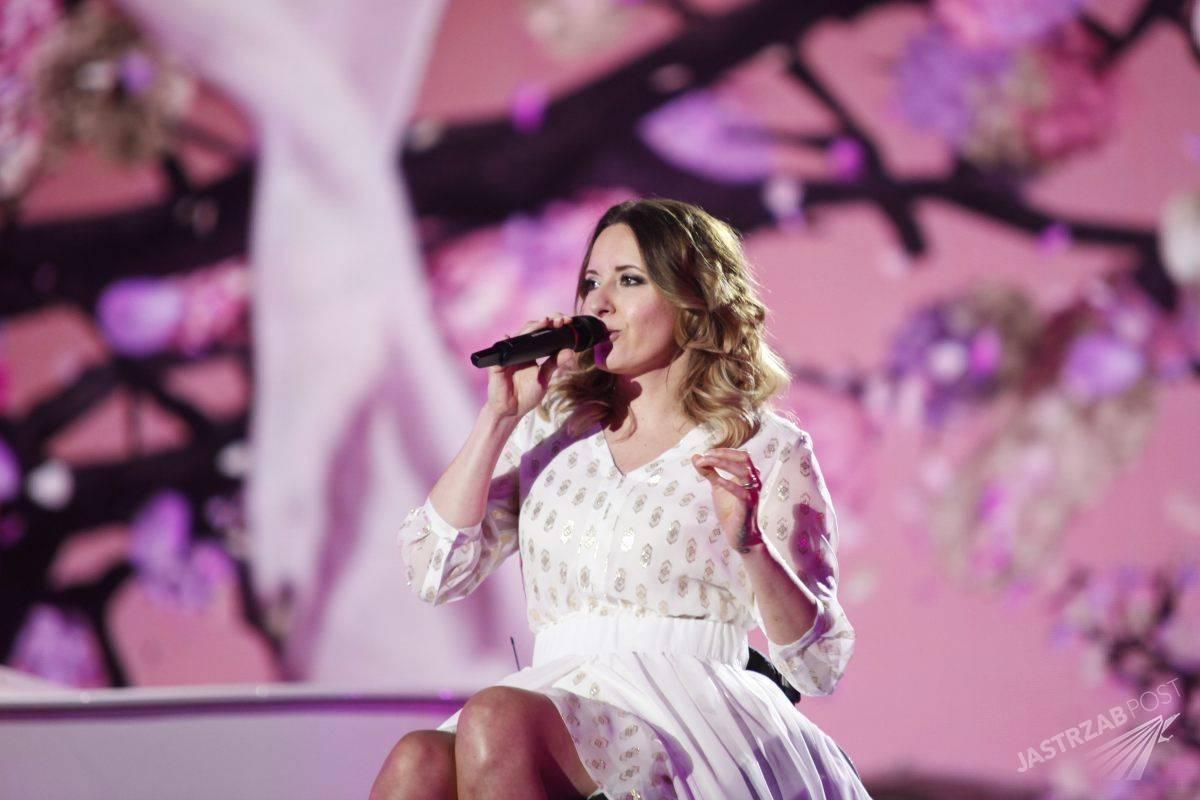 Sukienkę Moniki Kuszyńskiej na Eurowizję 2015 zaprojektowała jej siostra stylistka Marta Kuszyńska