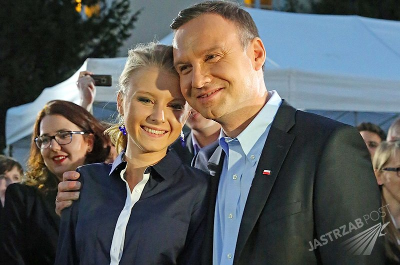 Wpis Kingi Dudy na Twitterze. Tomasz Lis i Tomasz Karolak przepraszają córkę Andrzeja Dudy