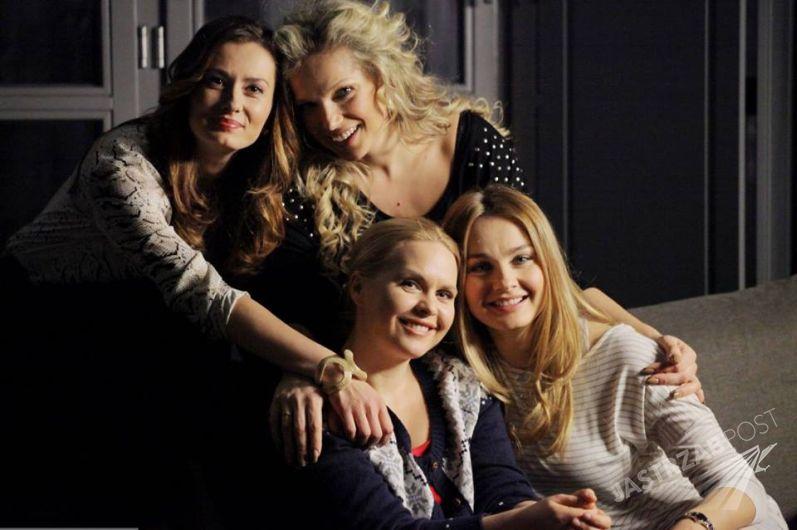 Przyjaciółki 6. Anka (Magdalena Stużyńska), Inga (Małgorzata Socha), Patrycja (Joanna Liszowska), Zuza (Anita Sokłowska)