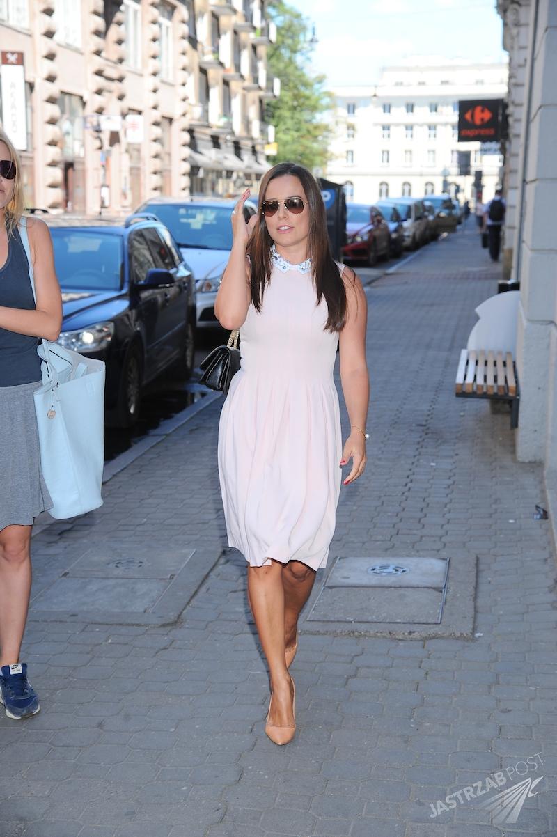 Anna Mucha nawet latem nosi grzeczne sukienki