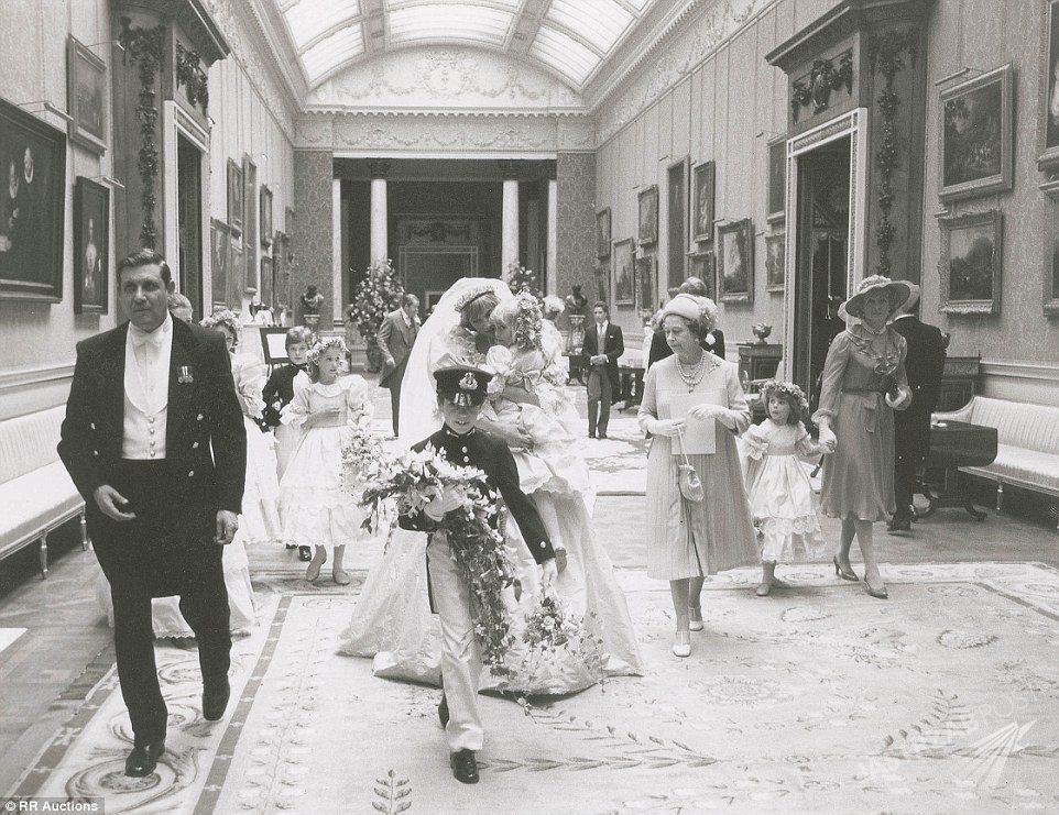 Nigdy nieopublikowane zdjęcia ślubne Diany i Karola