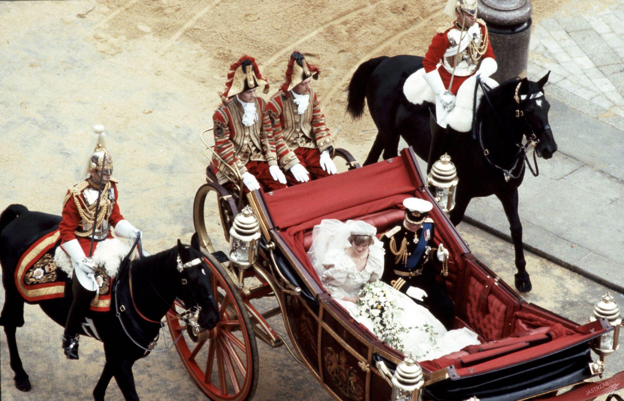 Suknia ślubna księżnej Diany trafiała z rąk do rąk. Co się z nią stało po prawie 40 latach? zdjecie 1