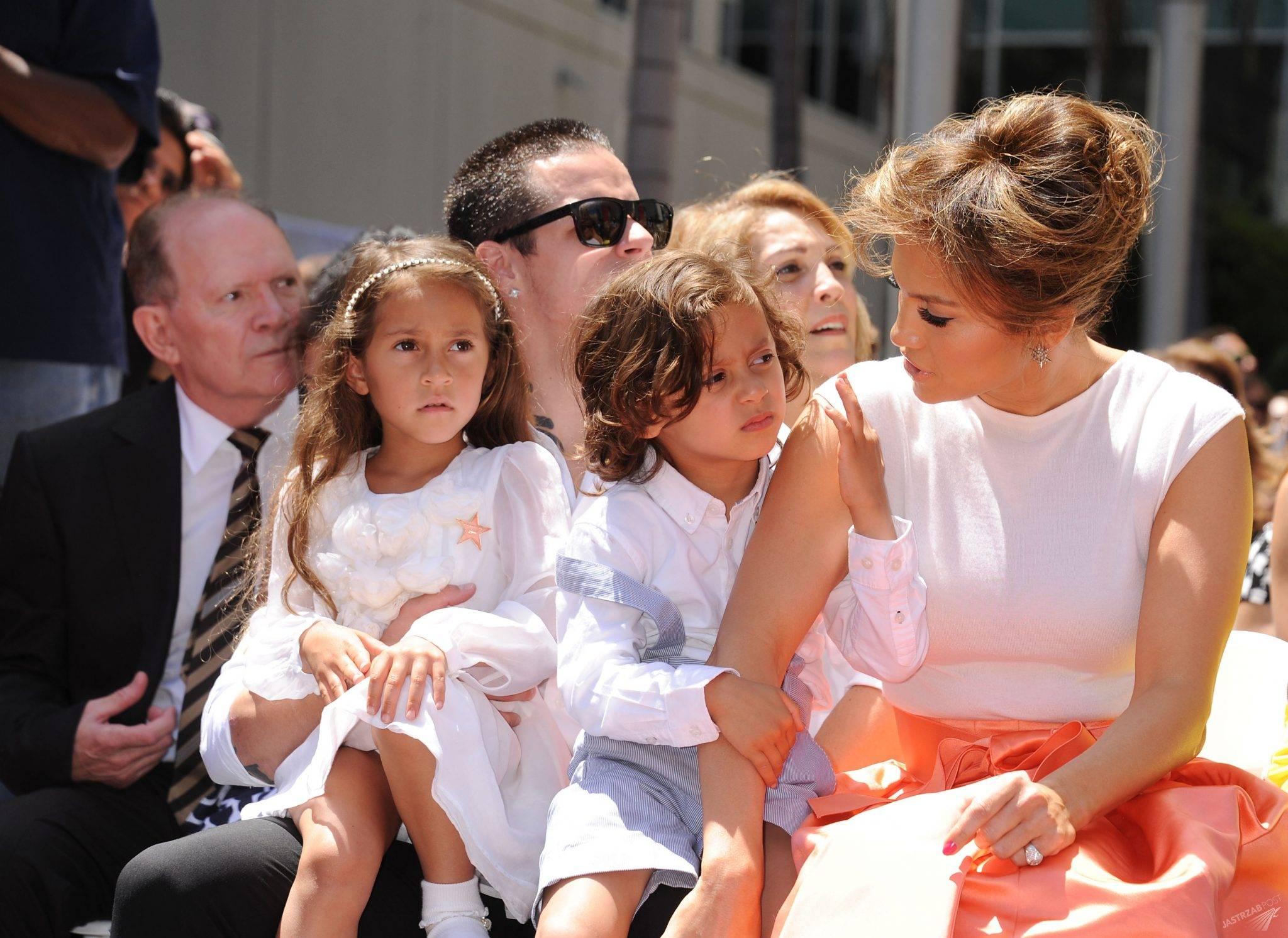 Dzieci Jennifer Lopez nieźle wyrosły, a co z córkami A. Roda? Do sieci wyciekła rodzinna fotka! zdjecie 1