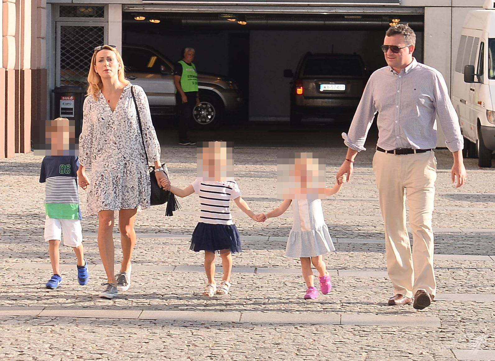Anna Kalczyńska z mężem i dziećmi na Wielkim Meczu TVN vs TVP Fot. ons