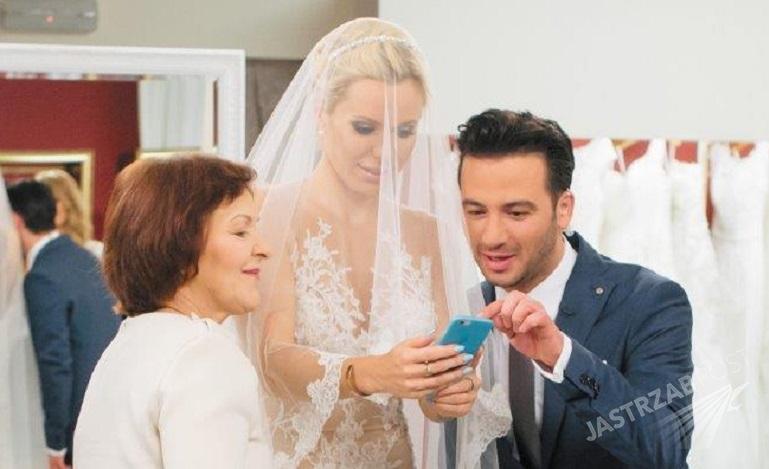 ee2af48b4d Doda wybiera suknię ślubną. TYLKO U NAS komentarz jej mamy!
