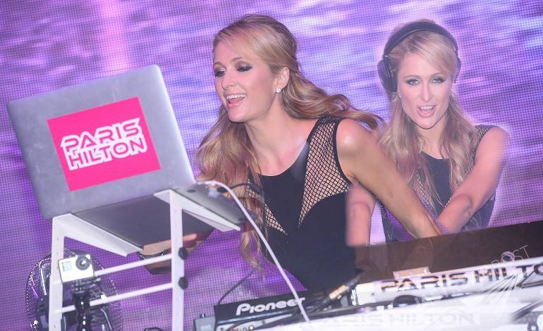 Paris Hilton SET