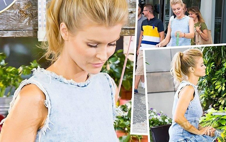 Joanna Krupa w dżinsowej sukience w Pytaniu na śniadanie 13 sierpnia 2015
