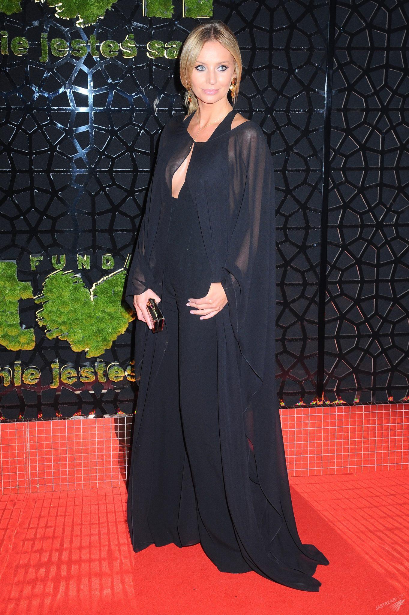 Agnieszka Szulim w kombinezonie La Manii na balu TVN 2015