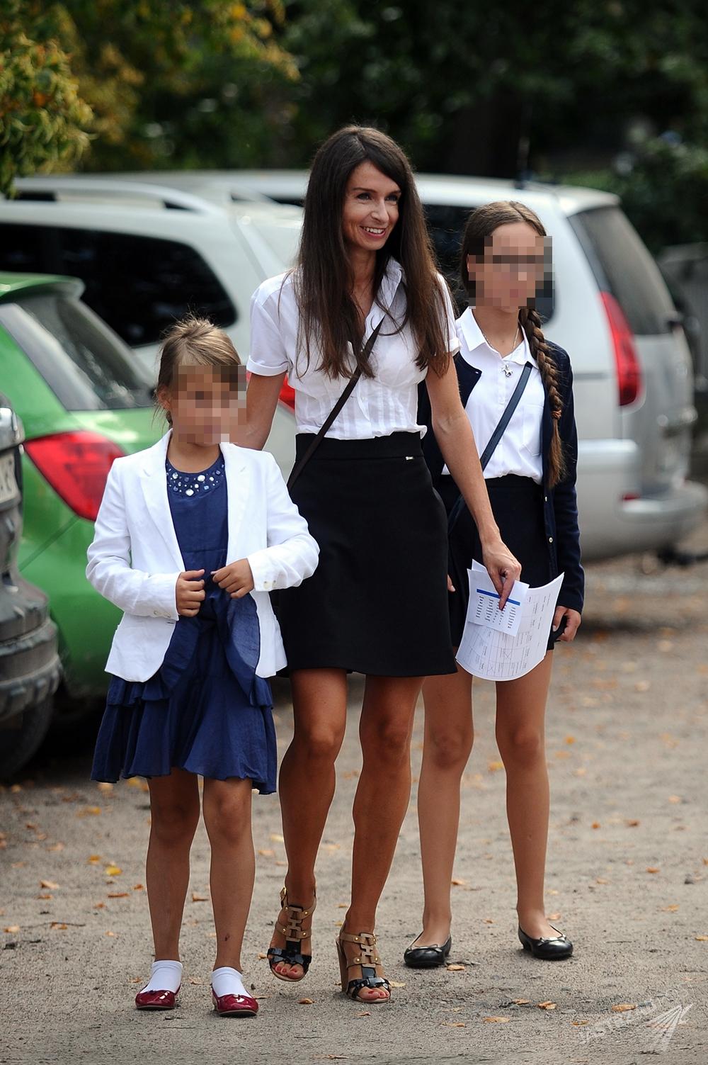 Marta Kaczyńska z córkami Ewą i Martyną na rozpoczęciu roku szkolnego 2015