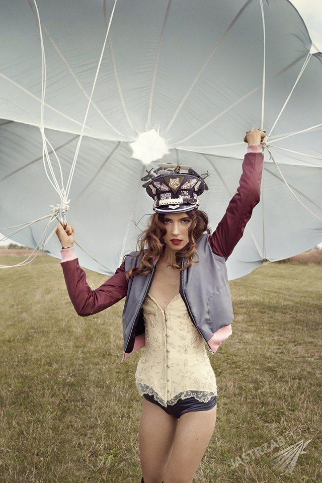 Natalia Gulkowska z Top Model 5 - sesja ze spadochronem