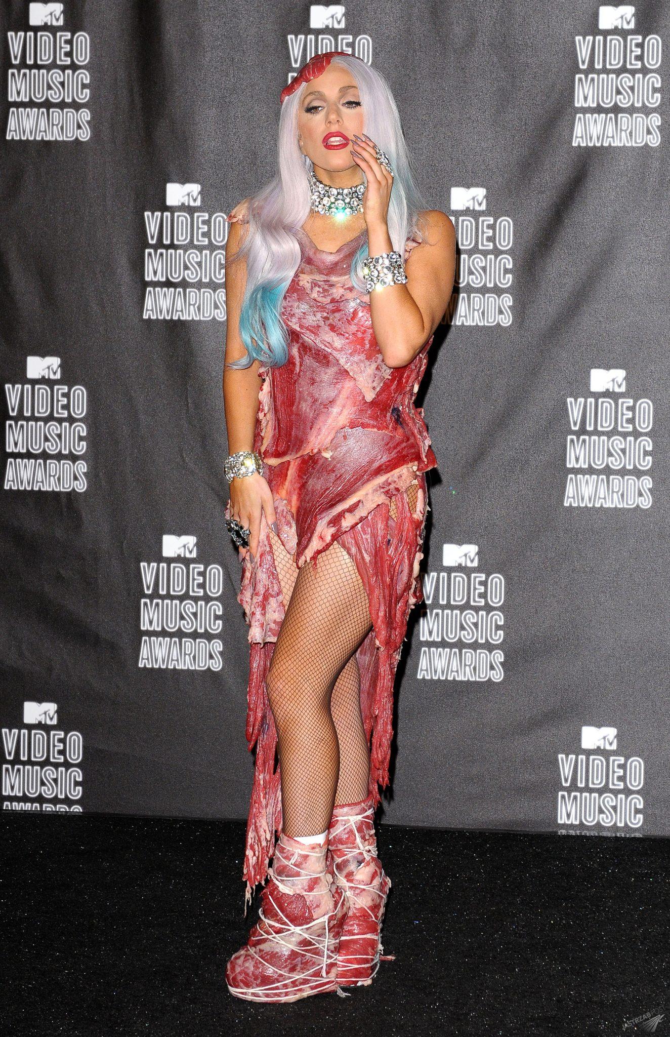 Lady Gaga w mięsnej sukience wystąpiła na gali MTV VMA 2010
