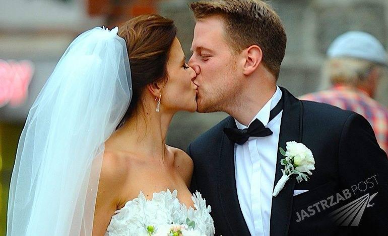 Zdjęcia ze ślubu Roberta Stockingera i Patrycji Drozd. Tomasz Stockinger na ślubie syna