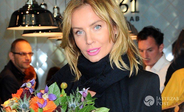 Agnieszka Szulim w złotych butach (fot. ONS)