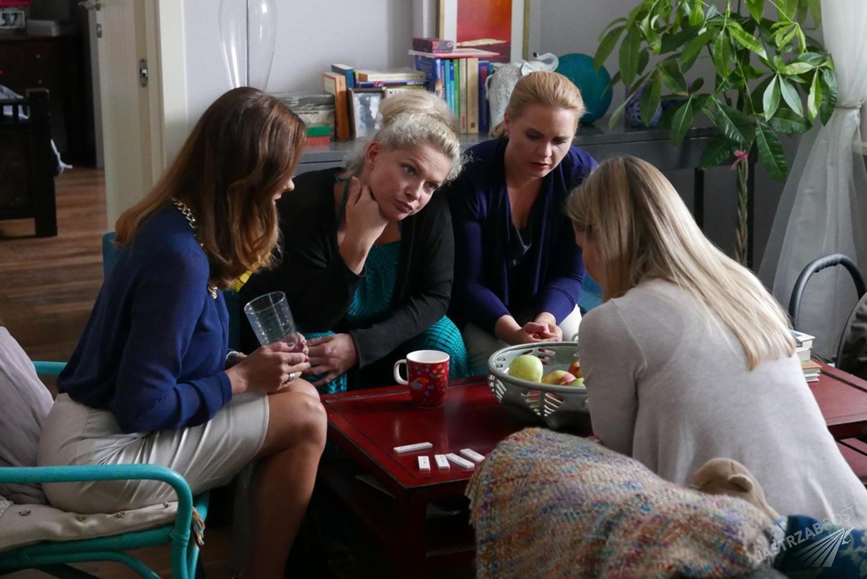 Przyjaciółki odcinek 69, Inga (Małgorzata Socha), Anka (Magdalena Stużyńska), Zuza (Anita Sokołowska), Patrycja (Joanna Liszowska) fot. materiały promocyjne