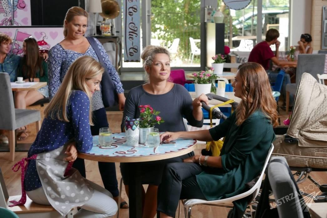 Przyjaciółki odcinek 68, Patrycja (Joanna Liszowska), Inga (Małgorzata Socha), Zuza (Anita Sokołowska), Anka (Magdalena Stużyńska), fot: Materiały prasowe