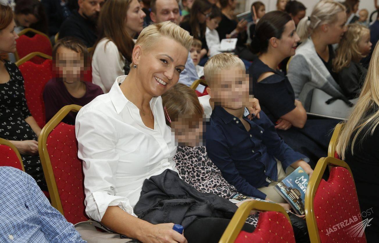Marta Kuligowska z dziećmi na uniwersytecie wiedzy operowej dla dzieci (Fot. AKPA)