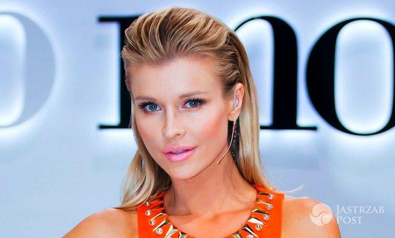 "Joanna Krupa w sukience Versace w 9. odcinku ""Top Model 5"" (fot. Piotr Mizerski /TVN)"