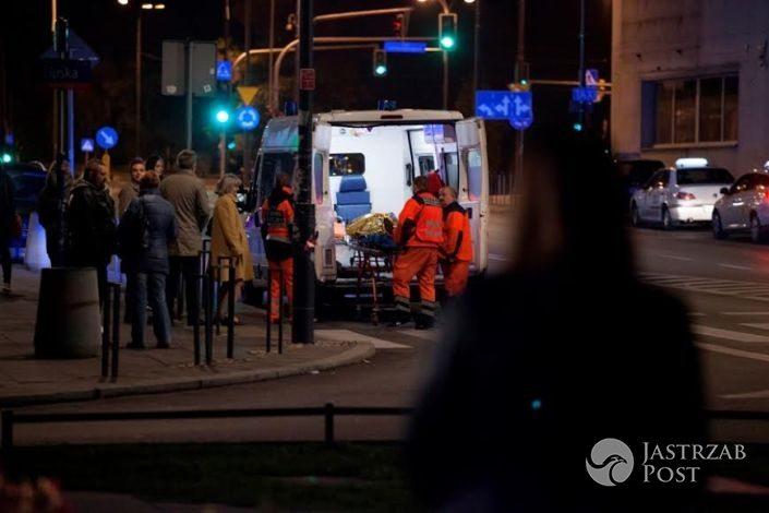 Przyjaciółki odc 74, ostatni odcinek Przyjaciółek 6, Jerzy (Mariusz Bonaszewski) trafia do szpitala na oczach Zuzy (Anita Sokołowska)