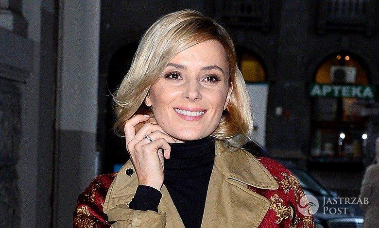 Halina Mlynova w beżowym płaszczu z narzutką Dries Van Noten (fot. ONS)