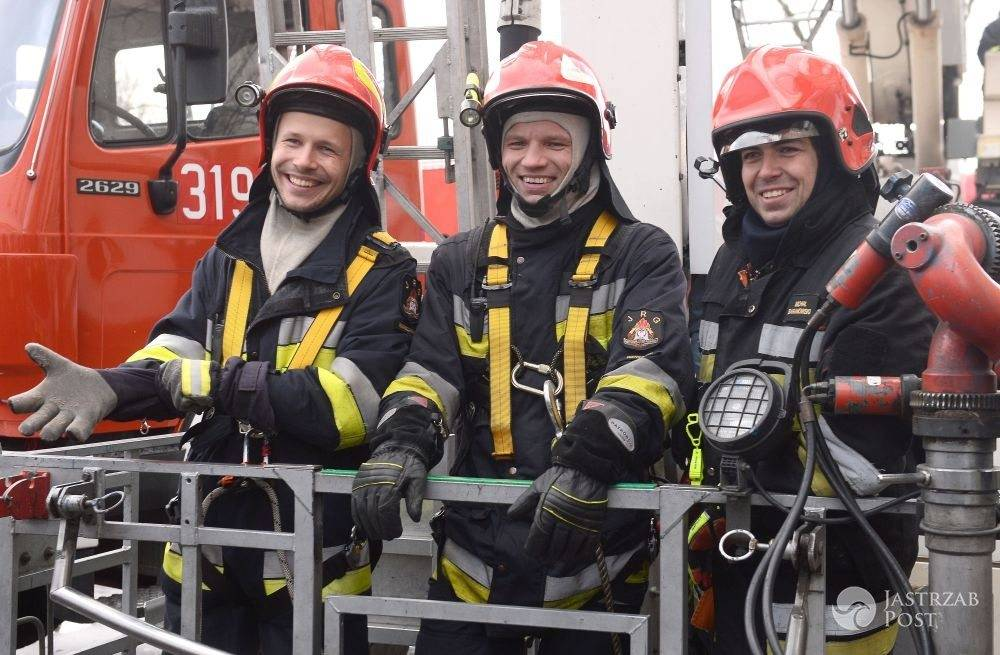 Aktorzy na planie serialu Strażacy