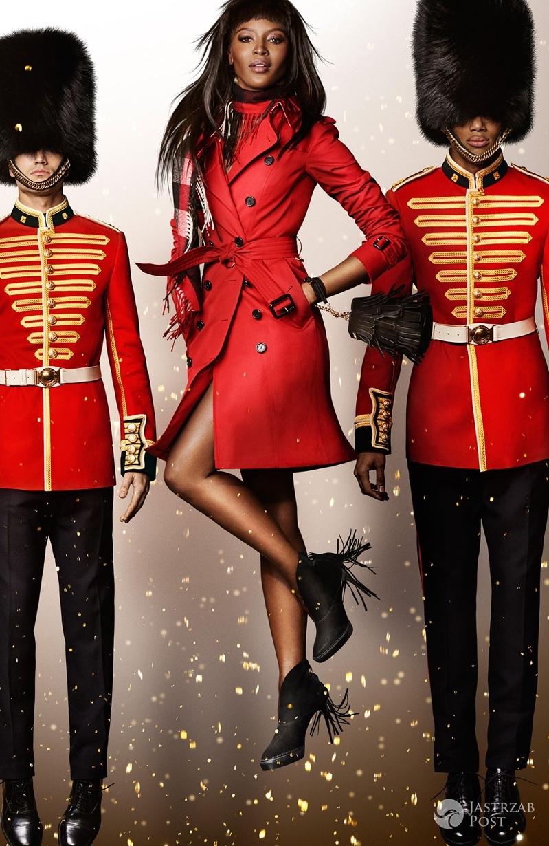 Naomi Campbell w świątecznej kampanii Burberry (fot. Burberry/Mario Testino)