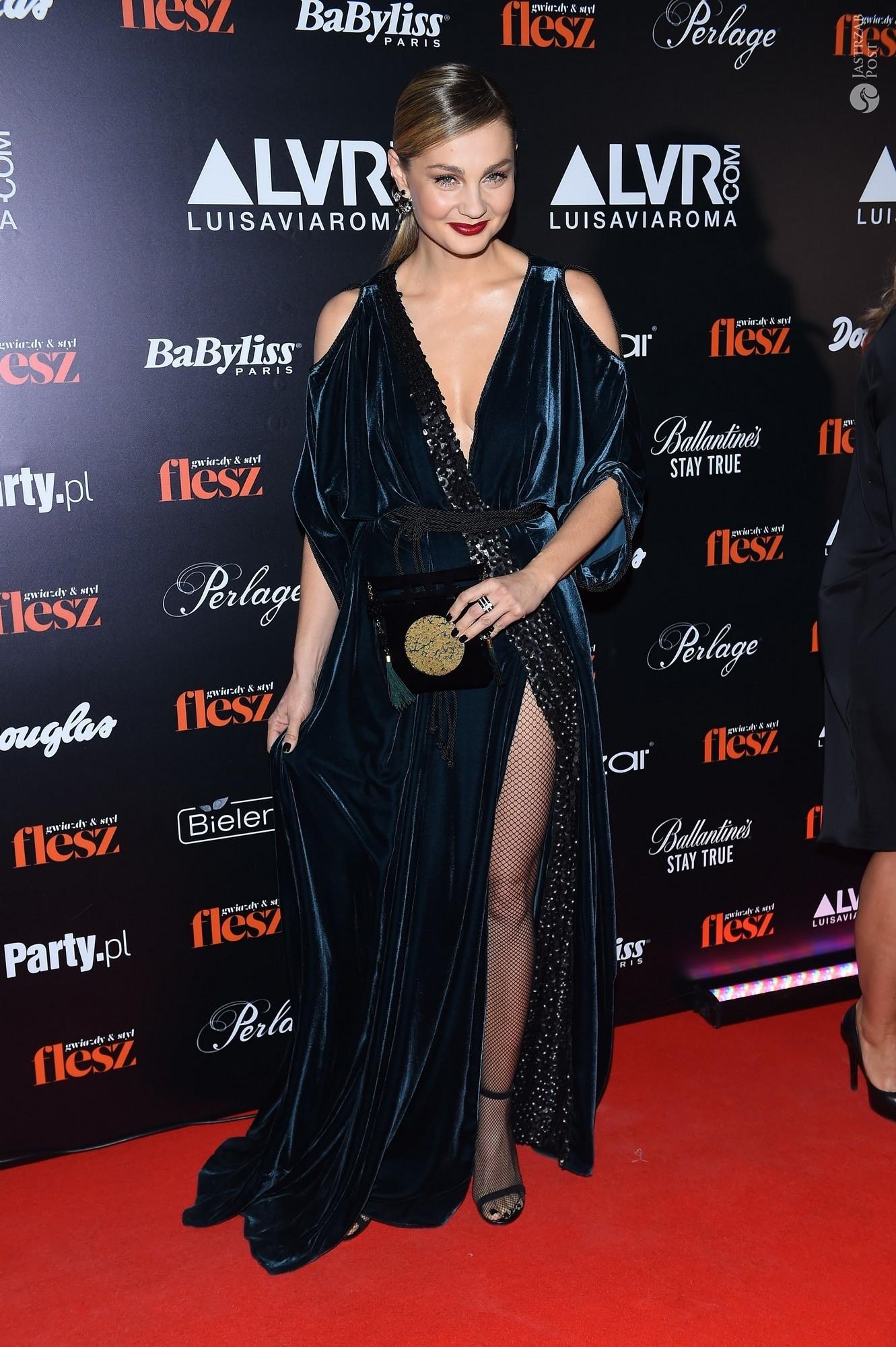 Małgorzata Socha na gali Flesz Fashion Night 2015 w kreacji Łukasza Jemioła i kolczykach Apart