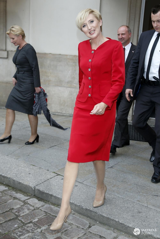 Czerwony komplet Agaty Dudy