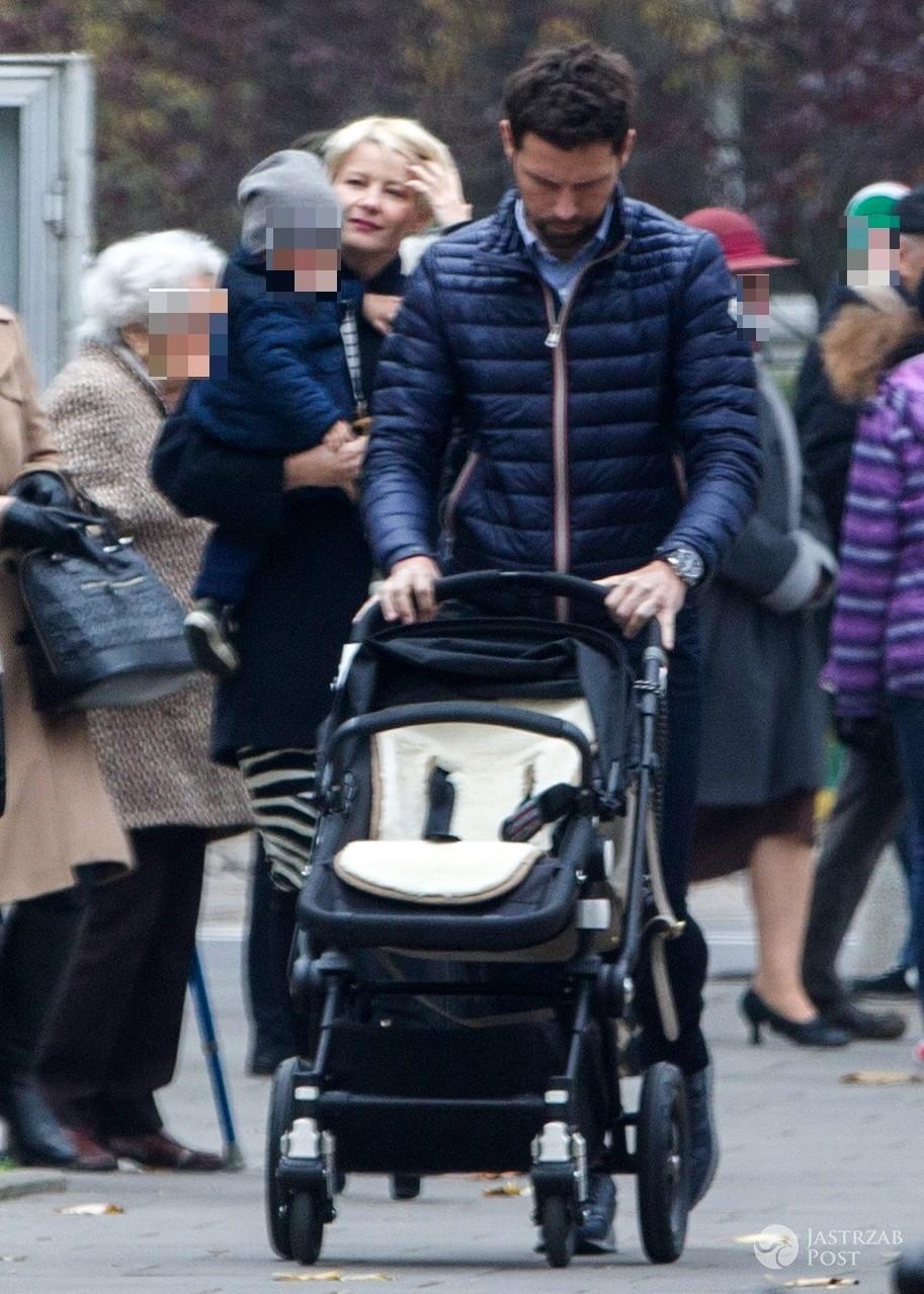 Małgorzata Kożuchowska na jesiennym spacerze z mężem Bartłomiejem Wróblewskim i synkiem Jasiem