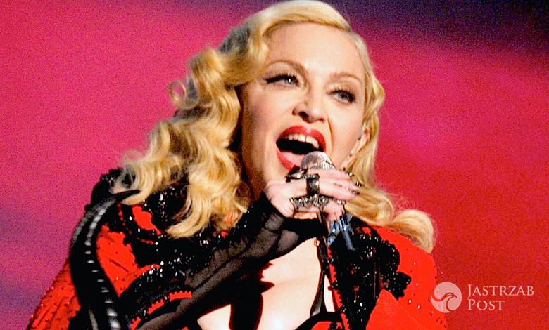 Madonna z polskim szalikiem w Czechach na Rebel Heart Tour 2015
