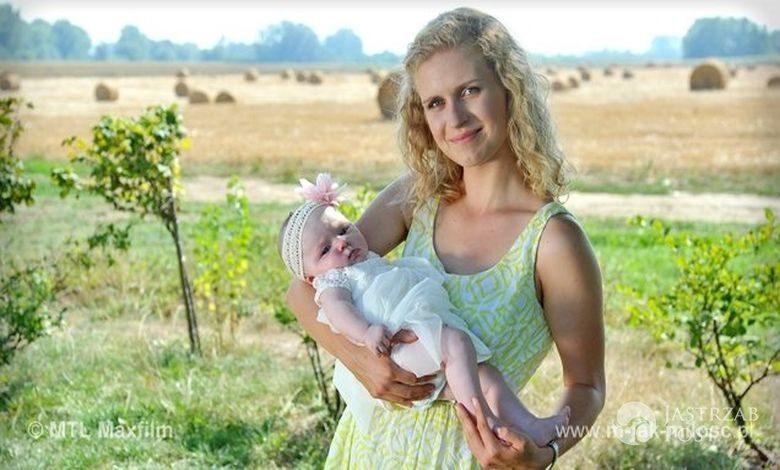 M jak miłość, Natalka (Marcjanna Lelek), Hania (Maja Marczak) - chrzest Hani