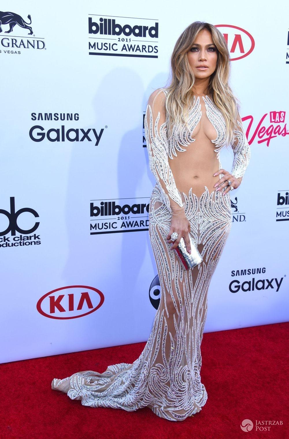 Jennifer Lopez w kreacji Charbel Zoe, gala nagród Billboard 2015 (fot. ONS)
