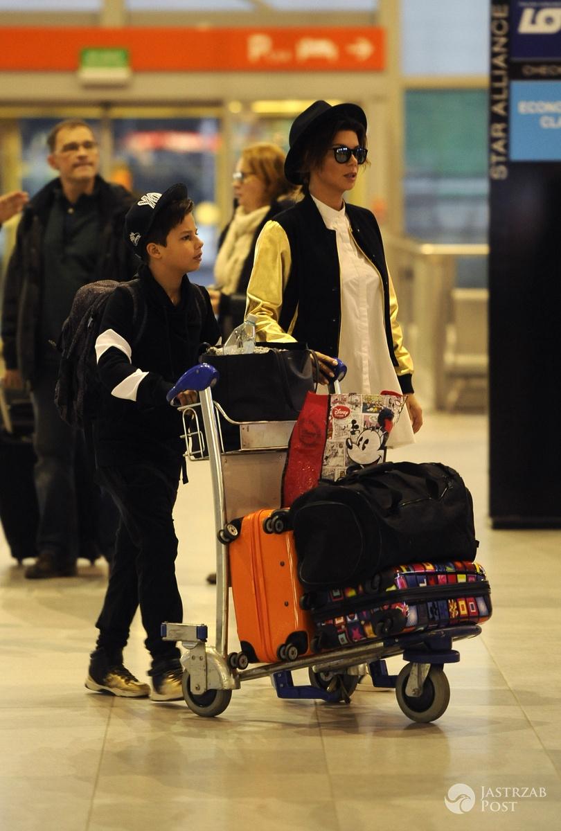 Edyta Górniak z synem Allanem na lotnisku przed wylotem do Nowego Jorku na święta