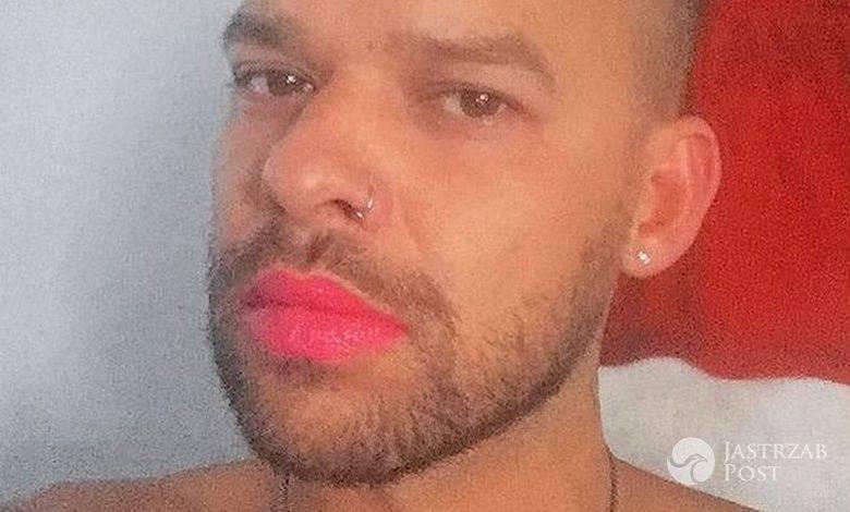 Michał Piróg z czerwoną szminką na ustach (fot. Instagram)
