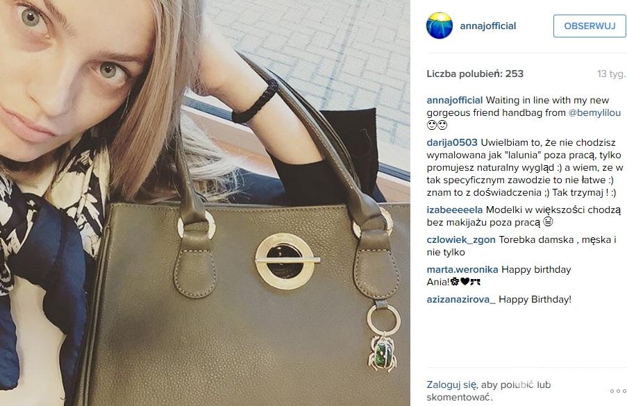 Modelka Ania Jagodzińska z torebką i skarabeuszem z kolekcji Lilou (fot. Instagram)