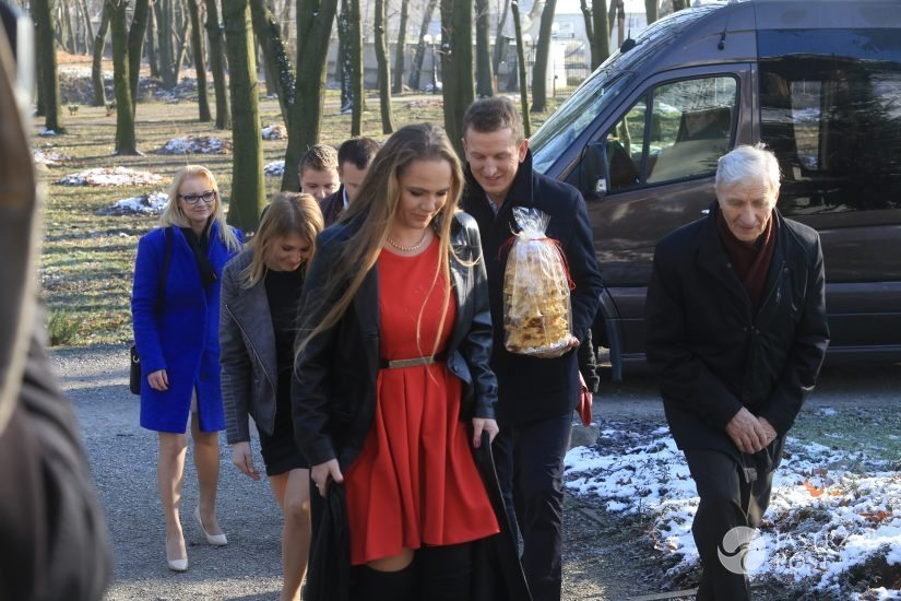 Marta Manowska i Anna Michalska w identycznych kreacjach na nagraniu specjalnego odcinka Rolnik szuka żony fot. materiały prasowe TVP
