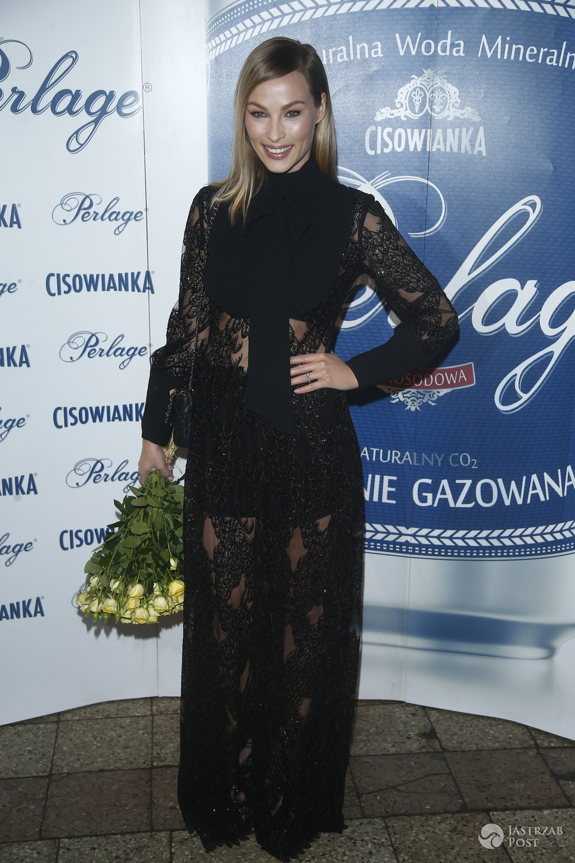 Weronika Książkiewicz na pokazie marki Tomaotomo