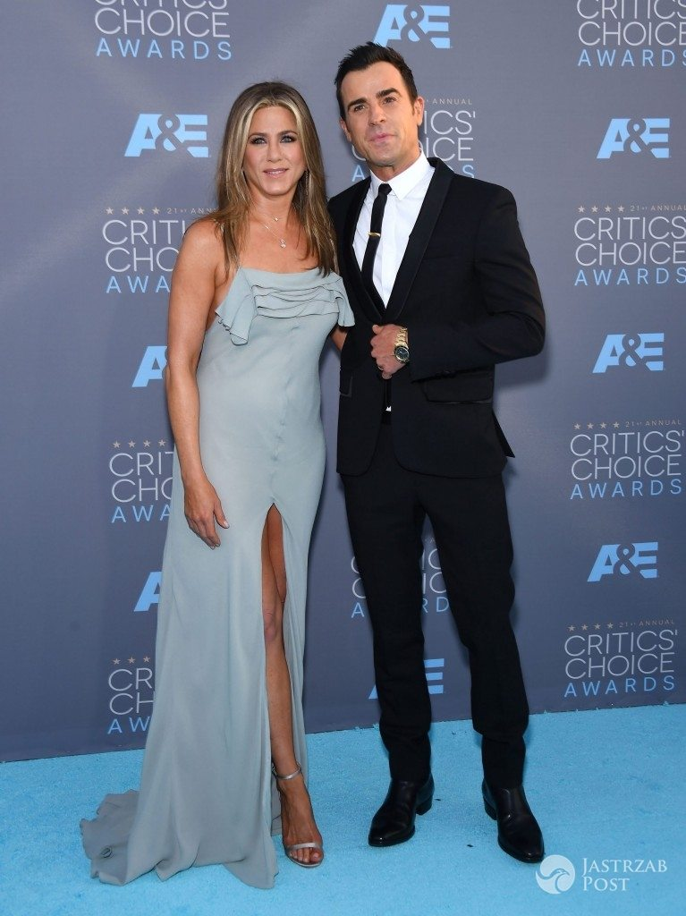 Jennifer Aniston (w sukni Saint Laurent) i Justin Theroux, Critics' Choice Awards 2016 (fot. ONS)