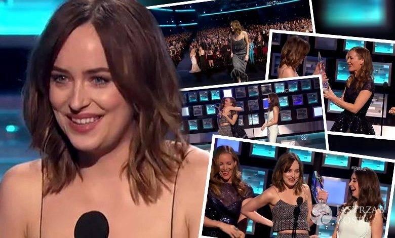 Wpadka Dakoty Johnson na People's Choice Awards 2016