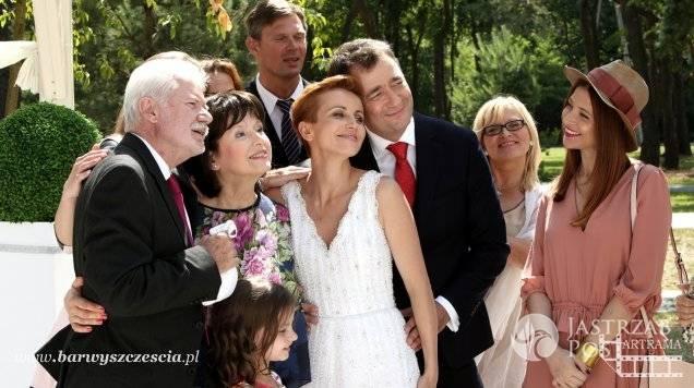 Barwy szczęścia odcinek 1376, ślub Marty Walwskiej (Katarzyna Zielińska) i Artura Chowańskiego (Jacek Rozenek)