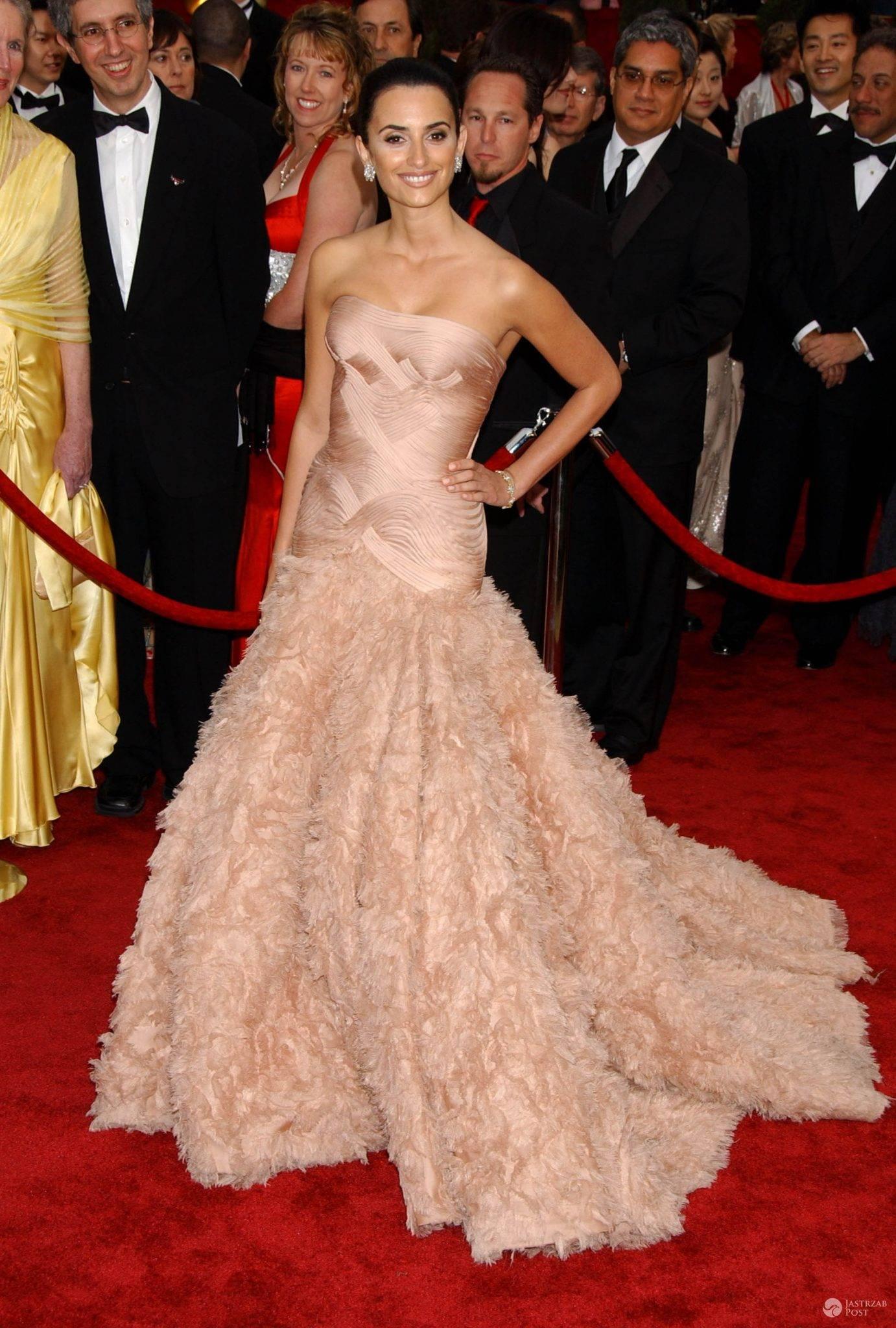 Kreacja: Versace. Penelope Cruz, Oscary 2007 (fot. ONS)