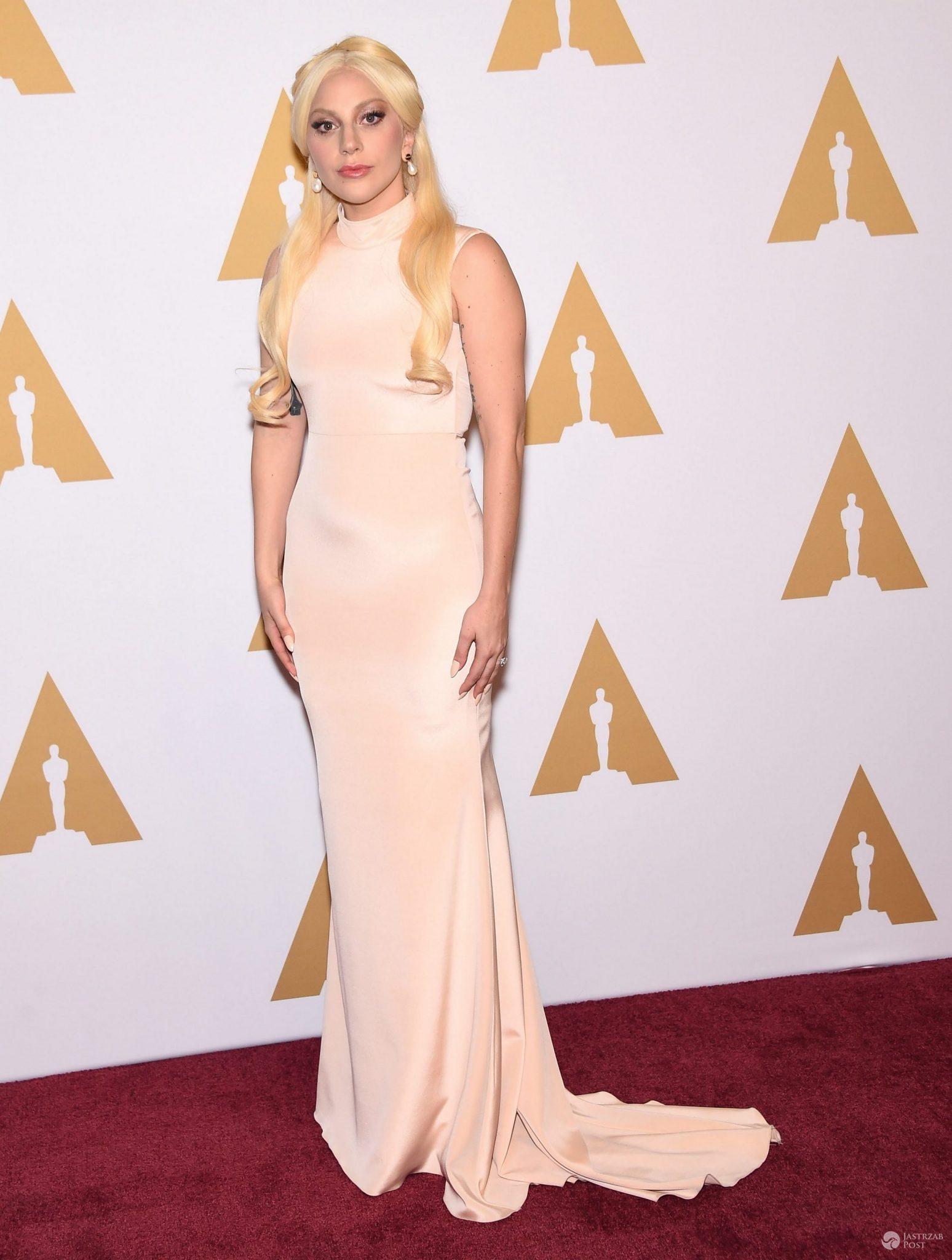 Suknia: Siriano. Lady Gaga na spotkaniu przed uroczystością wręczenia Oscarów 2016 (fot. ONS)