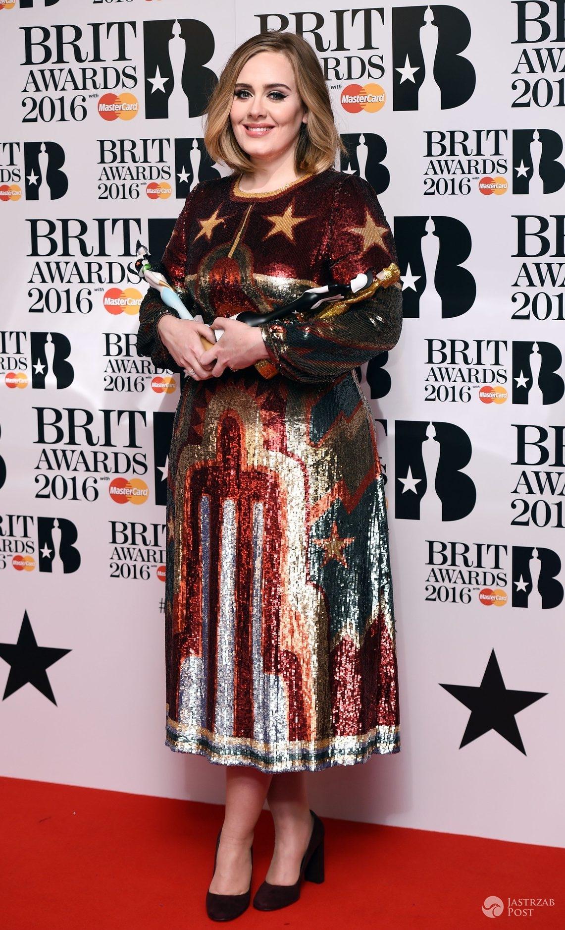 Adele, BRIT Awards 2016. Kreacja: Valentino (fot. East News)