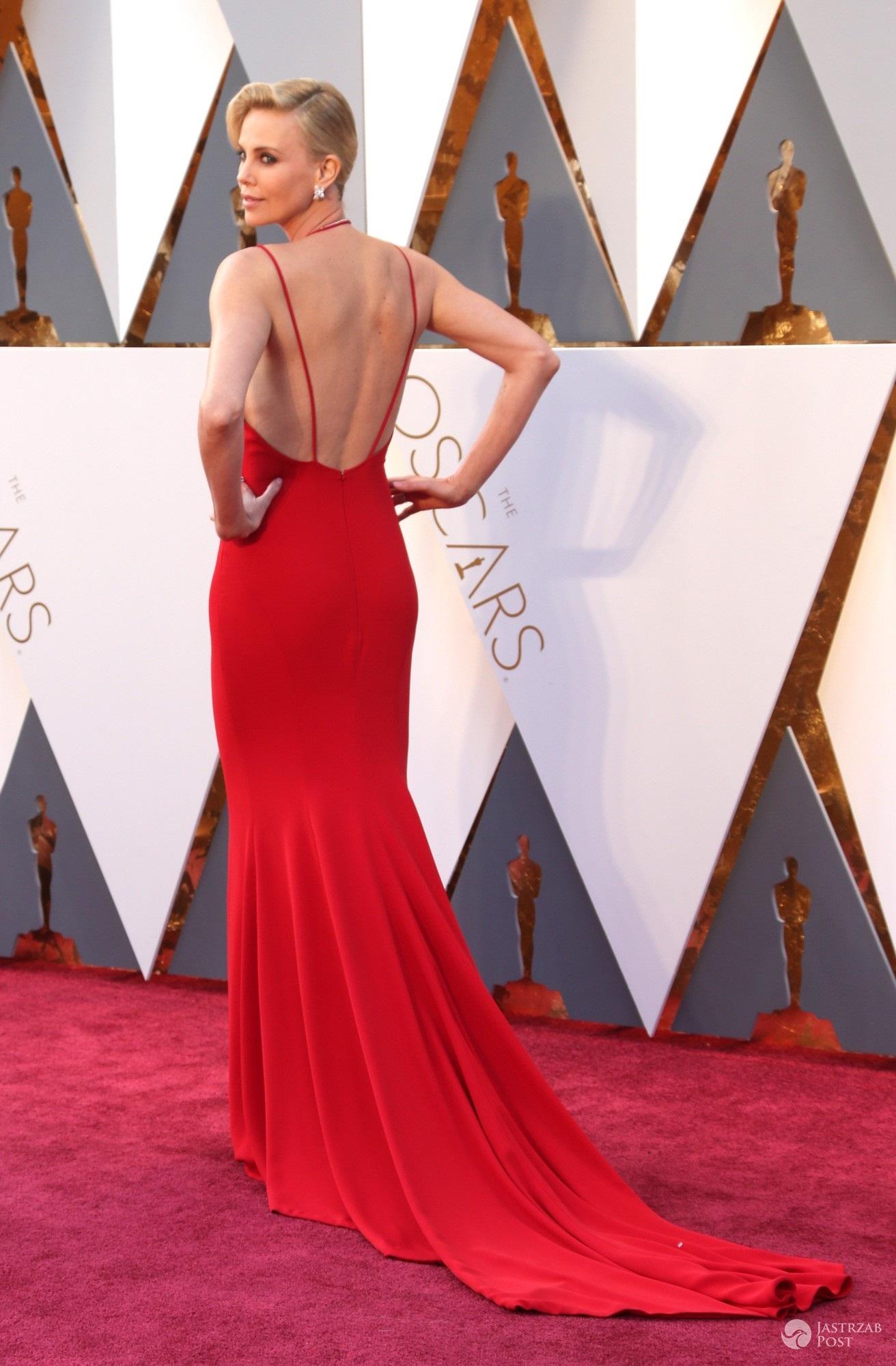 Stylizacja Charlize Theron na Oscarach 2016 (fot East News)
